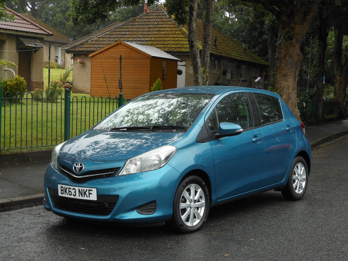 2013 23 Toyota Yaris 1.4 D4-D TR 5DR 1 Former Keeper + £20 TAX  SOLD (picture 4 of 6)
