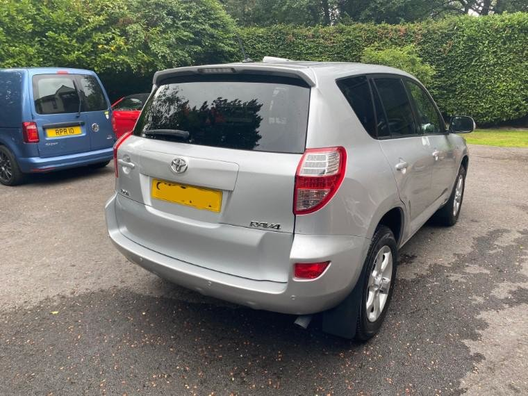 £7,495 : 2010 TOYOTA RAV 2.2 D-CAT XTR For Sale (picture 3 of 6)