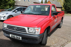 2000 Toyota Hilux 2WD low mileage