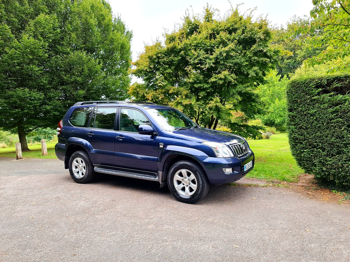 2005 Wow! blue toyota landcruiser lc5! low miles! For Sale (picture 1 of 6)