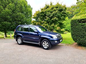 Wow! blue toyota landcruiser lc5! low miles!