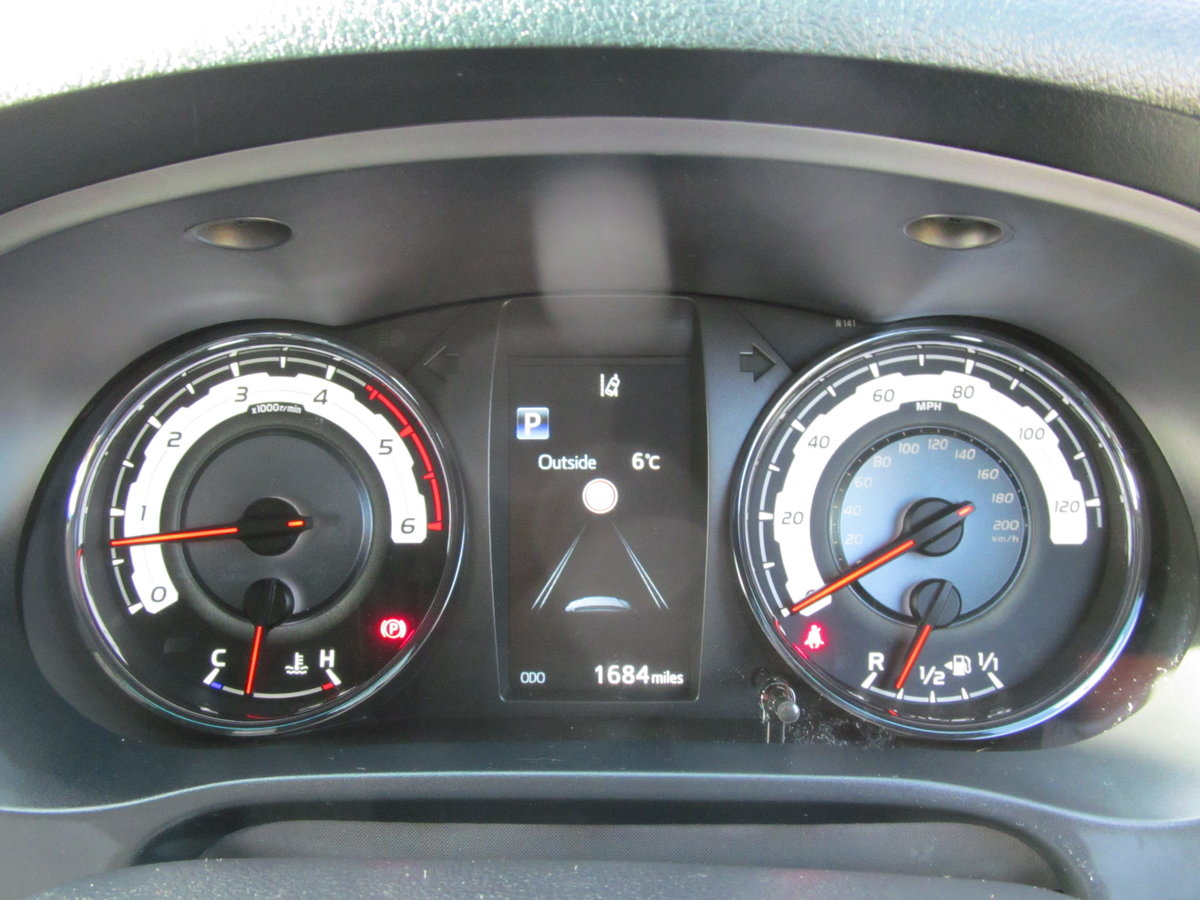 2020 Toyota Hilux 2.4L Diesel Invincible X For Sale (picture 4 of 6)