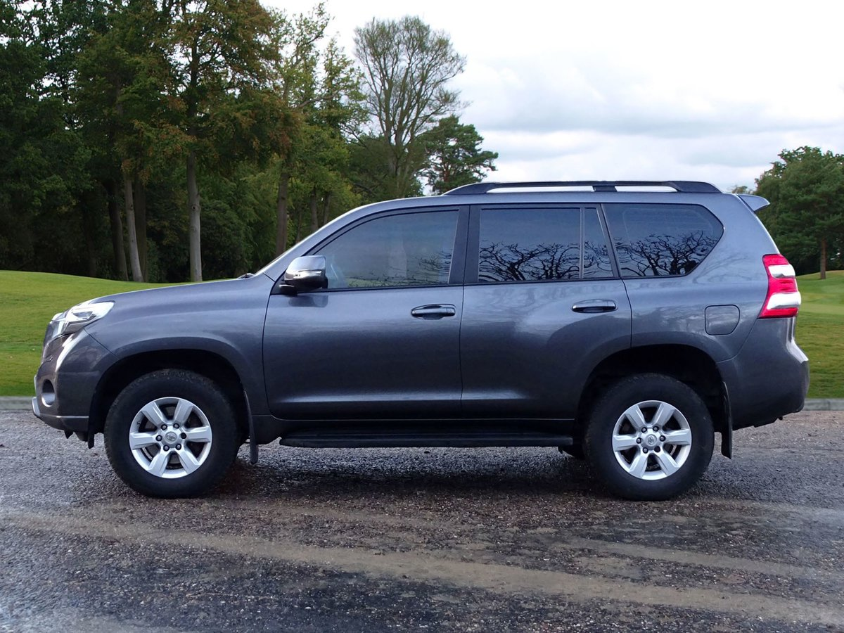 2017 Toyota LAND CRUISER For Sale (picture 2 of 18)