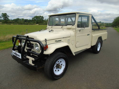 1976 TOYOTA HJ45 LAND CRUISER PICKUP SOLD (picture 1 of 6)