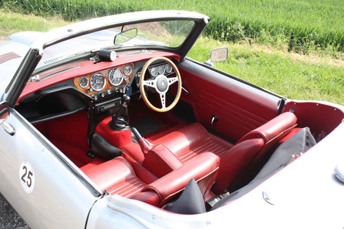 GT6 MKII CONVERTIBLE. 1969 SOLD (picture 2 of 6)