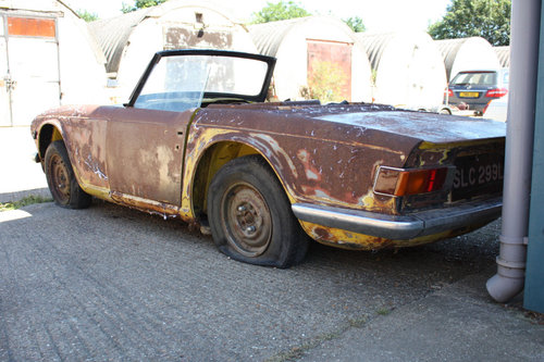 TR6 1973 ORIGINAL UK FUEL INJECTED PROJECT SOLD (picture 1 of 6)