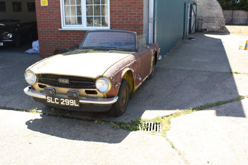 TR6 1973 ORIGINAL UK FUEL INJECTED PROJECT SOLD (picture 2 of 6)