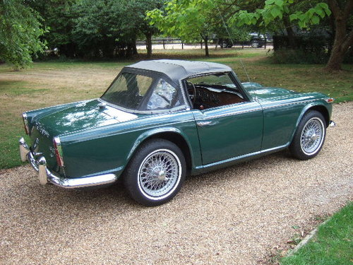 1968 Triumph TR4A IRS LHD Triumph Racing Green For Sale (picture 2 of 6)