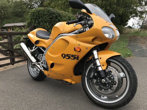 2000/W Triumph Daytona 955i - ONLY 5100 Miles Abso For Sale (picture 1 of 6)