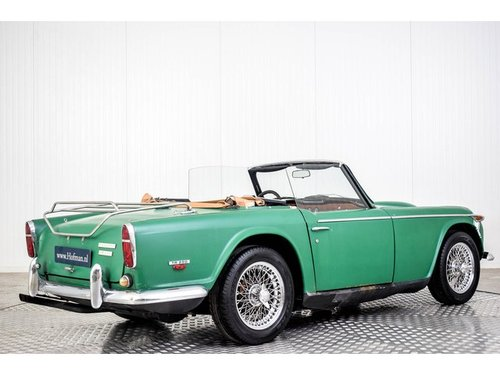 1967 Triumph TR250 TR5 Roadster For Sale (picture 2 of 6)