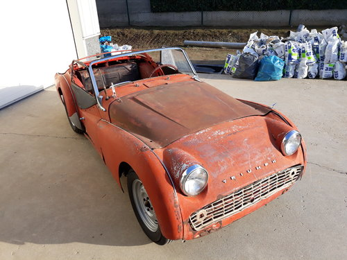 1960 Triumph TR3A complete, need restauration For Sale (picture 1 of 6)