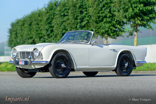 1964 Perfectly restored Triumph TR4 For Sale (picture 1 of 6)