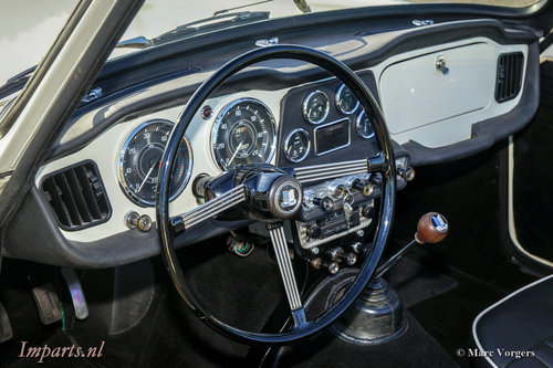 1964 Perfectly restored Triumph TR4 For Sale (picture 2 of 6)