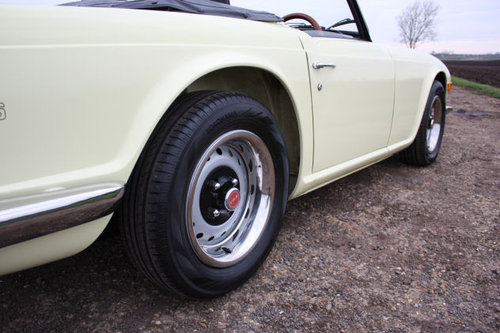 TR6 1972 ORIGINAL UK FUEL INJECTED CAR WITH OVERDRIVE SOLD (picture 4 of 6)
