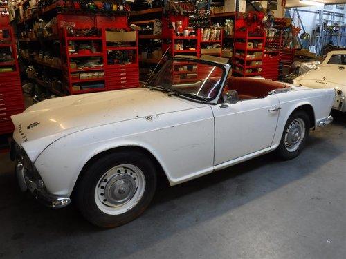 1965 Triumph TR4 white For Sale (picture 1 of 6)