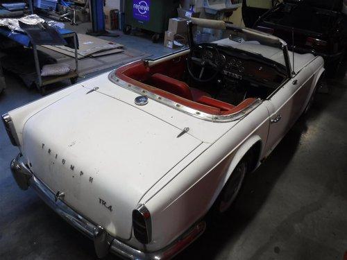 1965 Triumph TR4 white For Sale (picture 2 of 6)