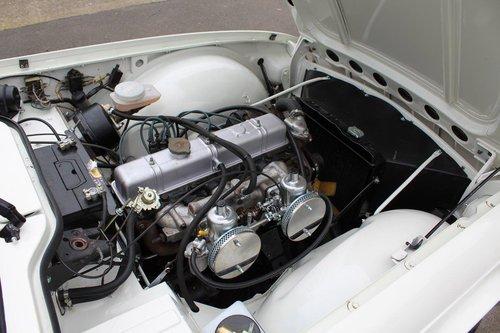 1969 TRIUMPH TR6 WHITE MANUAL  For Sale (picture 4 of 6)