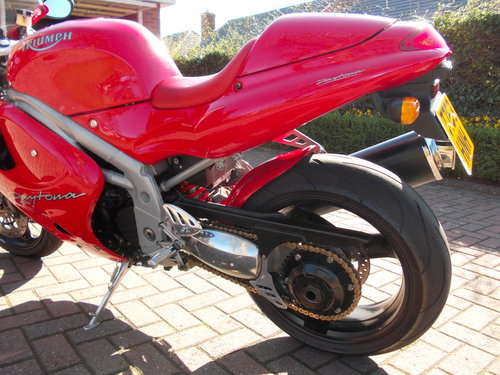 1999 TRIUMPH DAYTONA 955I.STUNNING TORNADO RED.£2975. For Sale (picture 2 of 6)