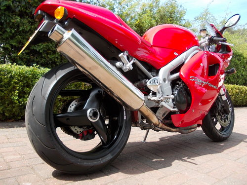 1999 TRIUMPH DAYTONA 955I.STUNNING TORNADO RED.£2975. For Sale (picture 3 of 6)