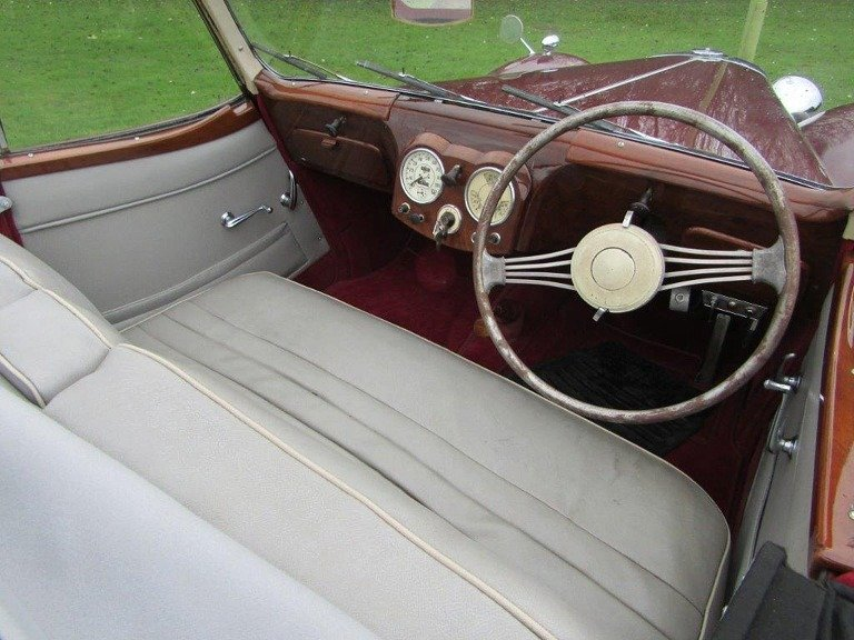 Stunning 1947 Triumph 1800 Roadster Coupe For Sale (picture 2 of 6)