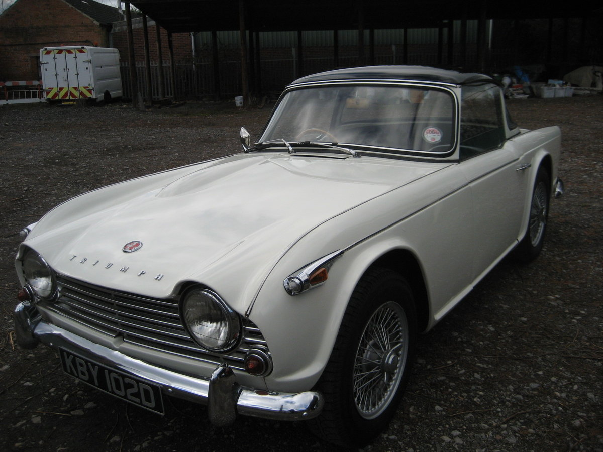 1966 Triumph TR4a Surrey Top For Sale (picture 2 of 6)