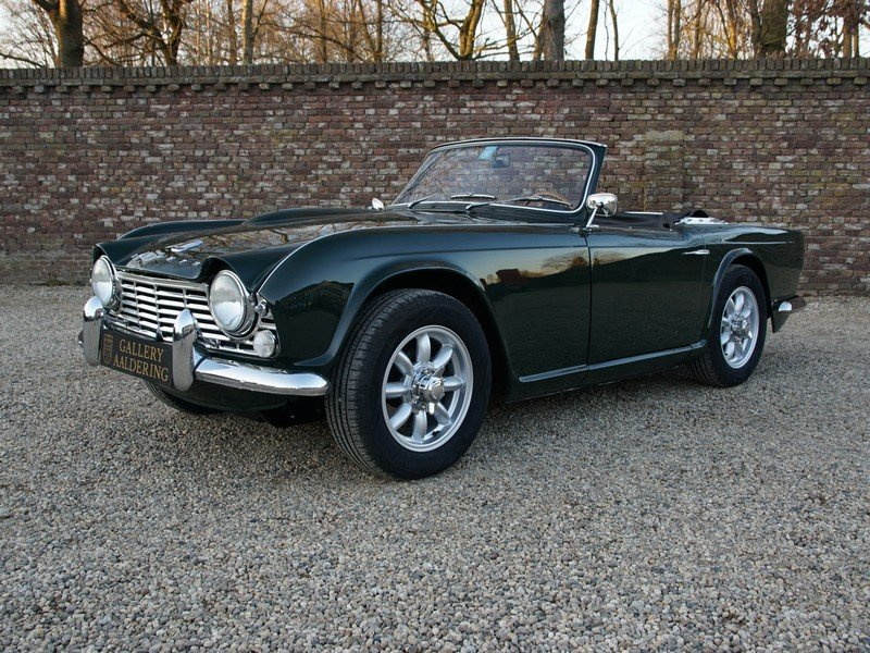 1965 Triumph TR4 restored condition, only 2.947 mls after restora For Sale (picture 1 of 6)