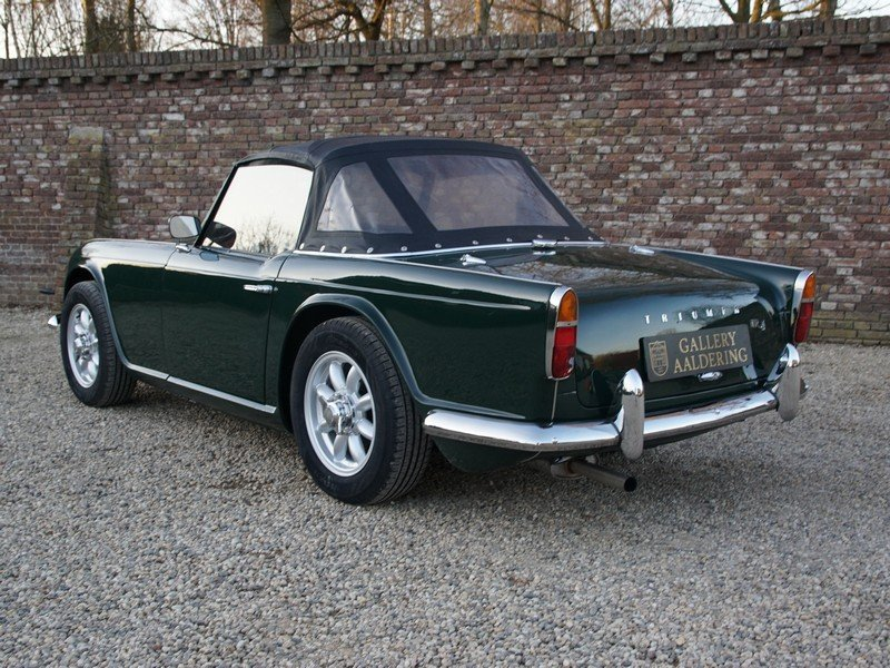 1965 Triumph TR4 restored condition, only 2.947 mls after restora For Sale (picture 2 of 6)