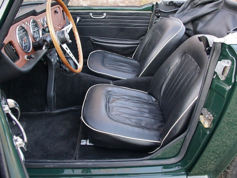 1965 Triumph TR4 restored condition, only 2.947 mls after restora For Sale (picture 3 of 6)