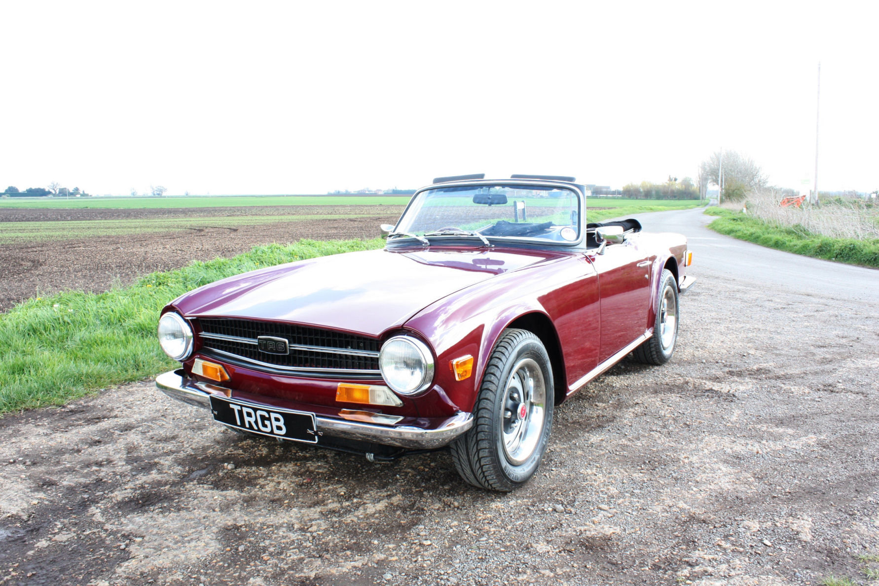 TR6 1971 DAMSON WITH BLACK INTERIOR SOLD (picture 1 of 5)