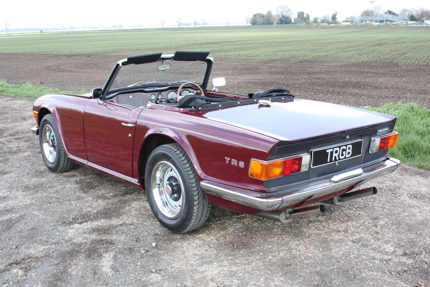 TR6 1971 DAMSON WITH BLACK INTERIOR SOLD (picture 4 of 5)