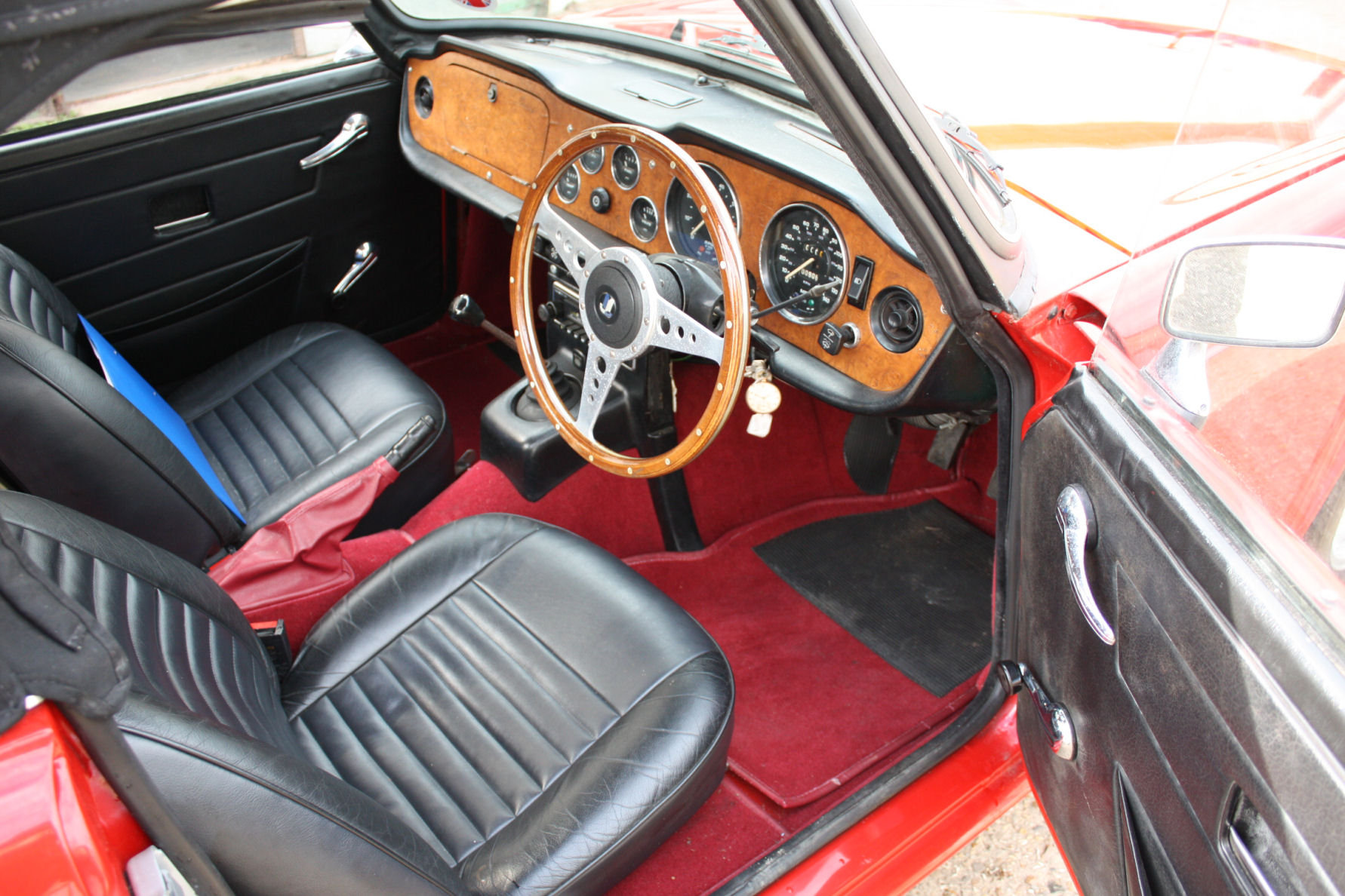 TR6 1974. ORIGINAL UK FUEL INJECTED CAR WITH OVERDRIVE SOLD (picture 2 of 5)