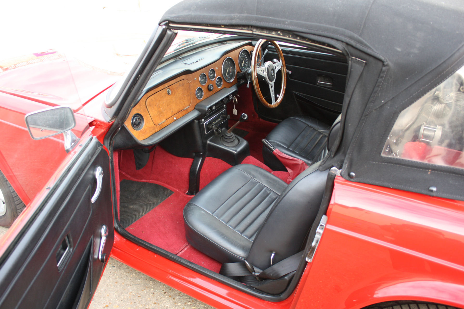 TR6 1974. ORIGINAL UK FUEL INJECTED CAR WITH OVERDRIVE SOLD (picture 5 of 5)
