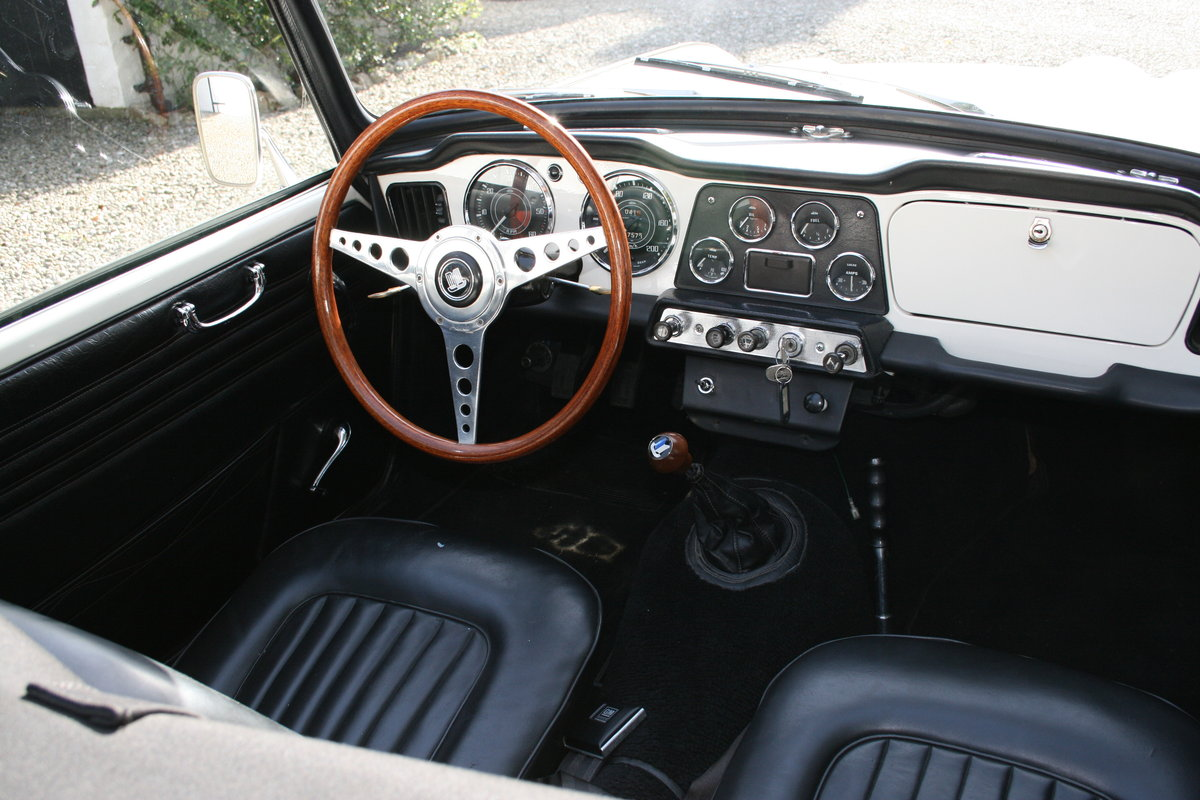 1963 Triumph TR4 LHD in Original Condition For Sale (picture 5 of 6)