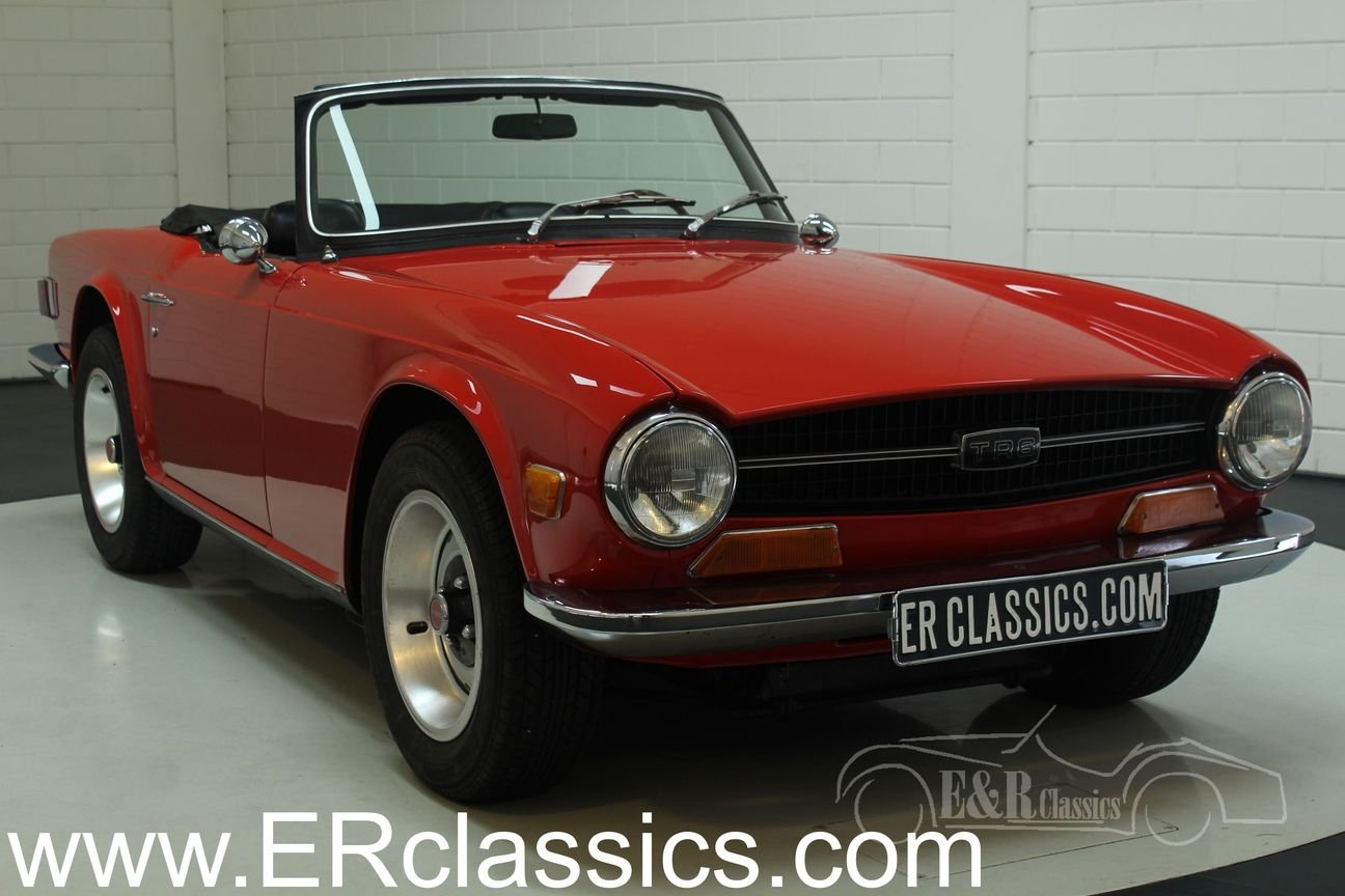 Triumph TR6 1970 new Signal Red paint For Sale (picture 1 of 6)