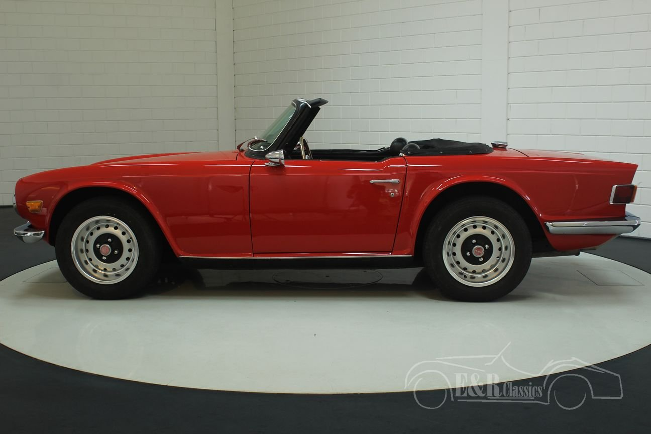 Triumph TR6 1970 new Signal Red paint For Sale (picture 6 of 6)