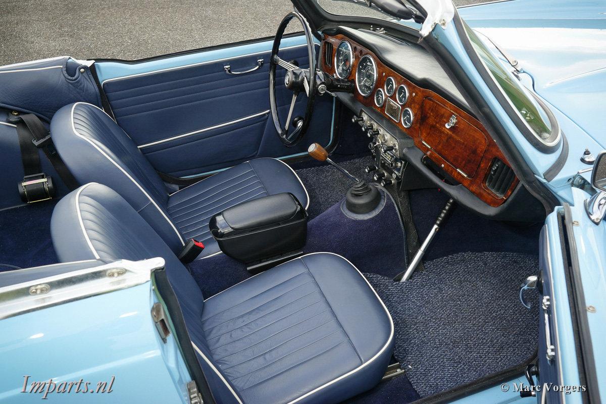 Excellent Triumph TR4 For Sale (picture 2 of 6)