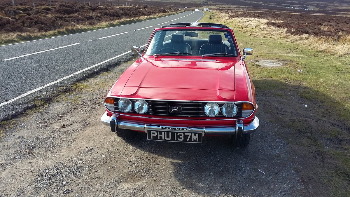 Excellent 1973 Triumph Stag in gleaming red. For Sale (picture 2 of 6)