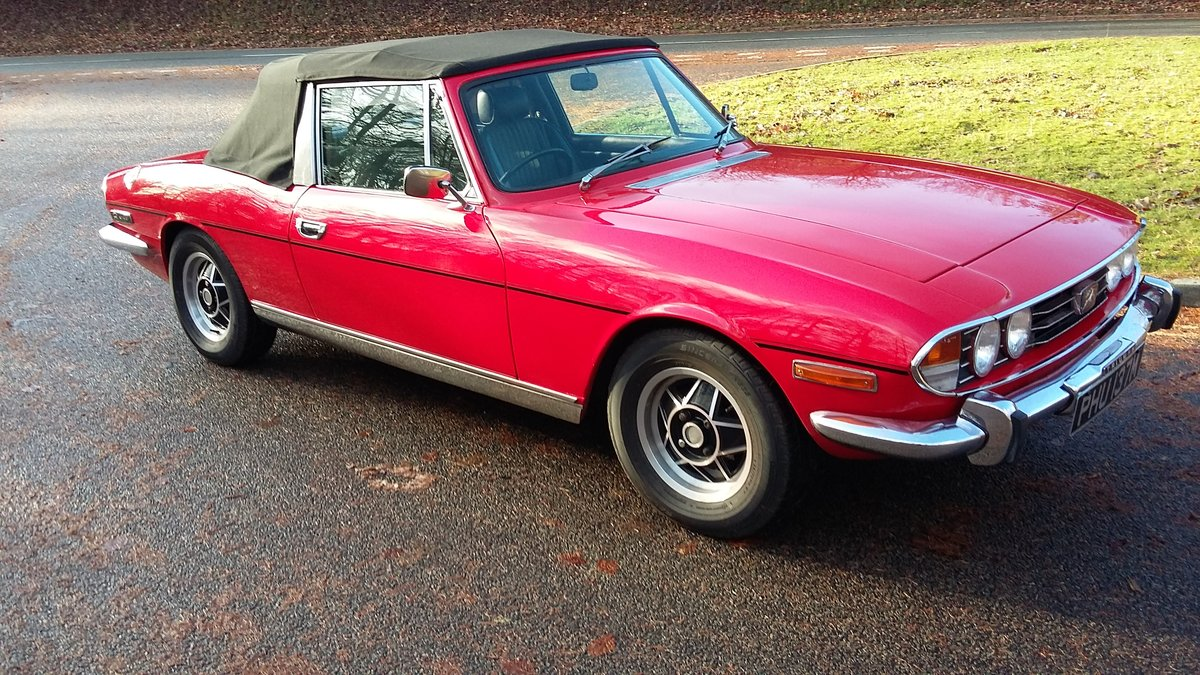 Excellent 1973 Triumph Stag in gleaming red. For Sale (picture 4 of 6)