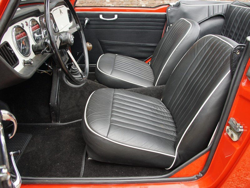 1962 Triumph TR4 convertible fully restored condition For Sale (picture 3 of 6)