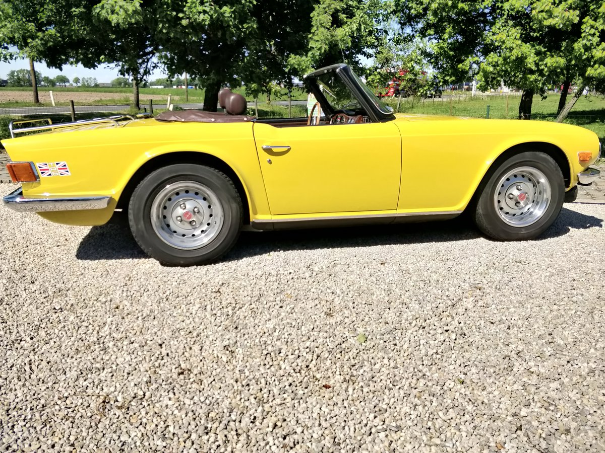 1975 Triumph TR6 '75 Mimosa Yellow  SOLD (picture 2 of 6)