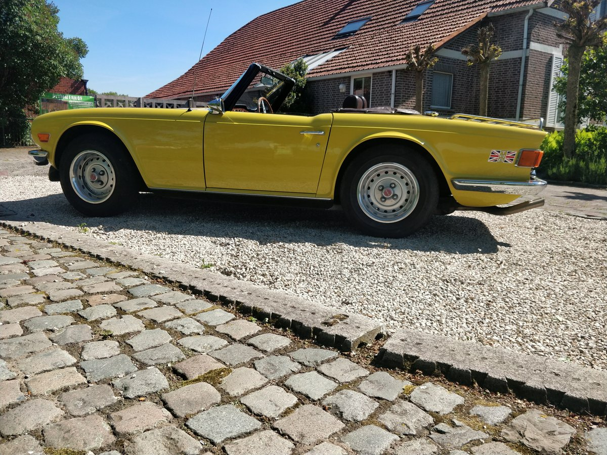 1975 Triumph TR6 '75 Mimosa Yellow  SOLD (picture 3 of 6)