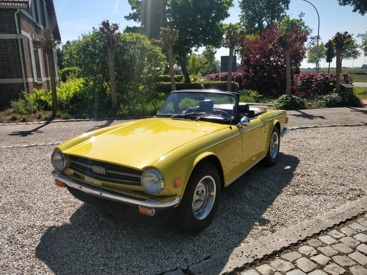 1975 Triumph TR6 '75 Mimosa Yellow  SOLD (picture 4 of 6)