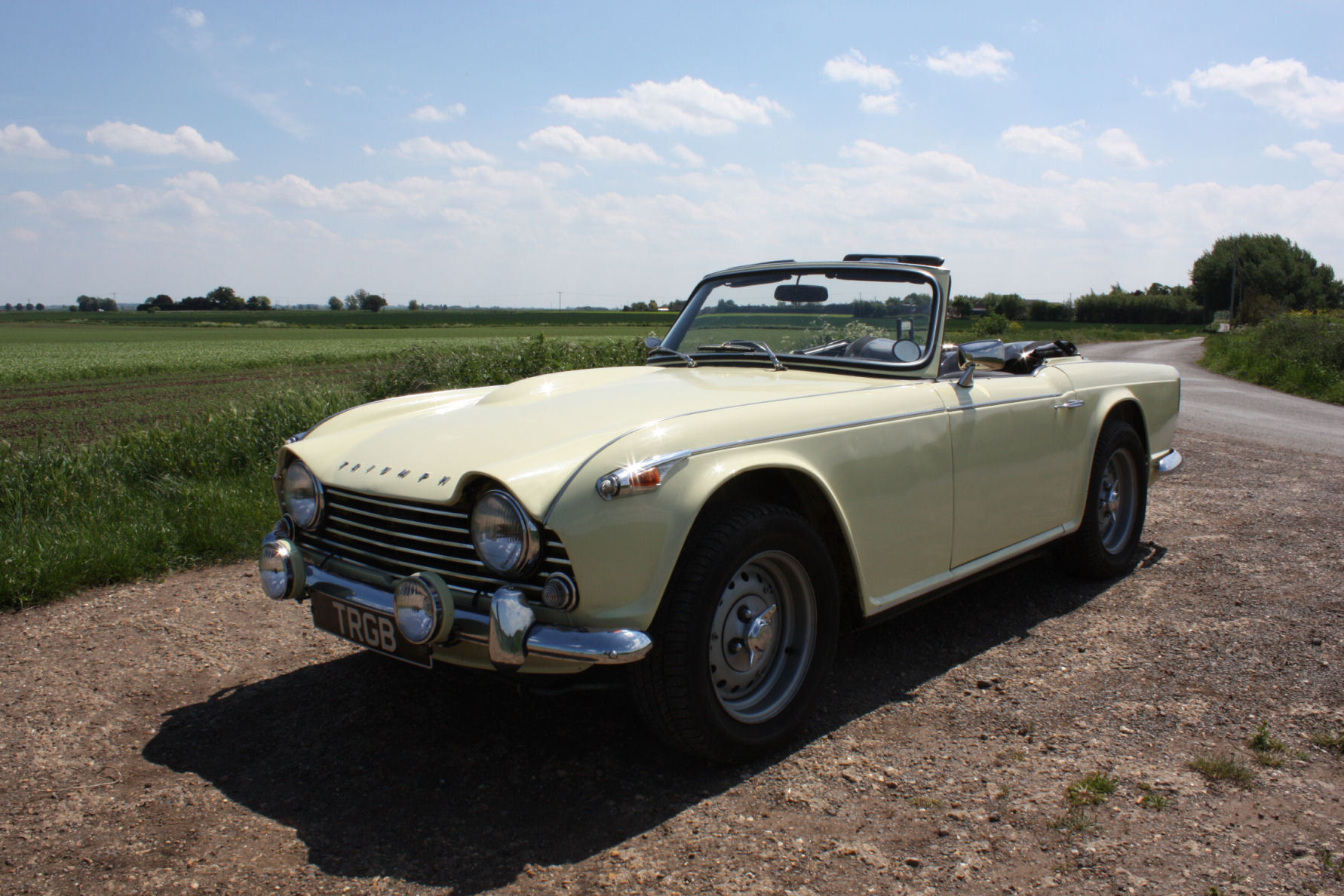 1965 SIX CYLINDER TR4A! (A TR5 ALL BUT IN NAME!)   SOLD (picture 1 of 6)