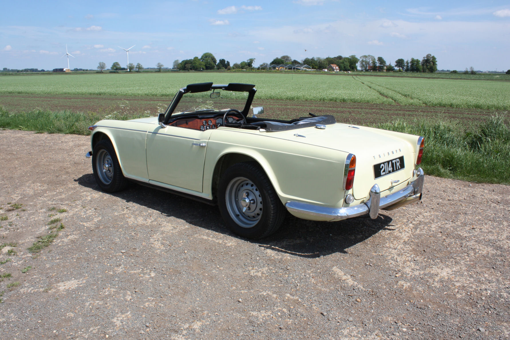 1965 SIX CYLINDER TR4A! (A TR5 ALL BUT IN NAME!)   SOLD (picture 5 of 6)