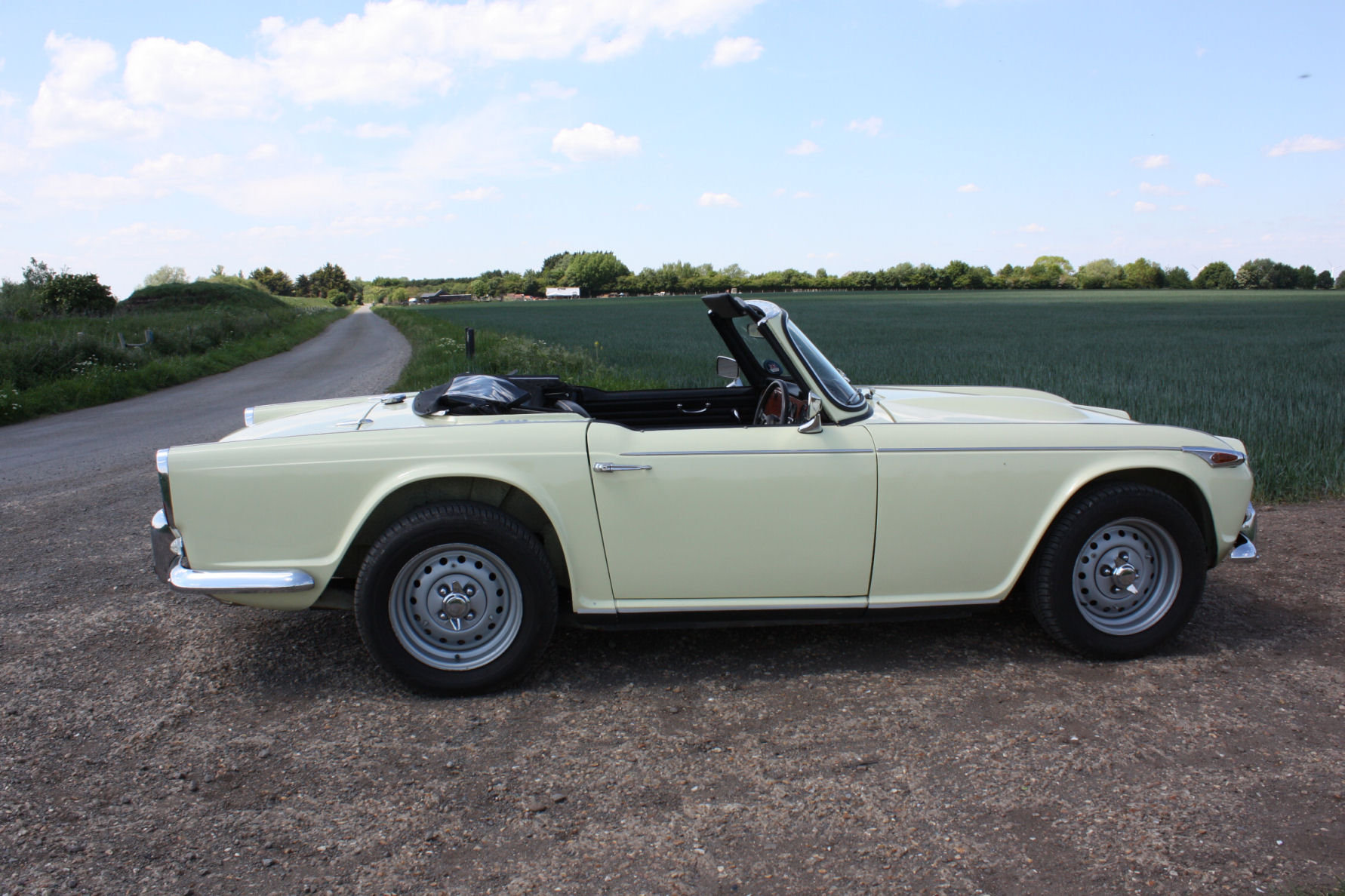 1965 SIX CYLINDER TR4A! (A TR5 ALL BUT IN NAME!)   SOLD (picture 6 of 6)