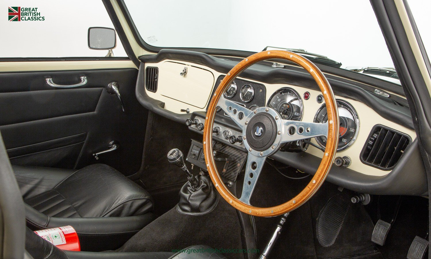 1962 TRIUMPH TR4 // UK MATCHING NUMBER // HISTORIC RACING UPGRADE For Sale (picture 4 of 6)