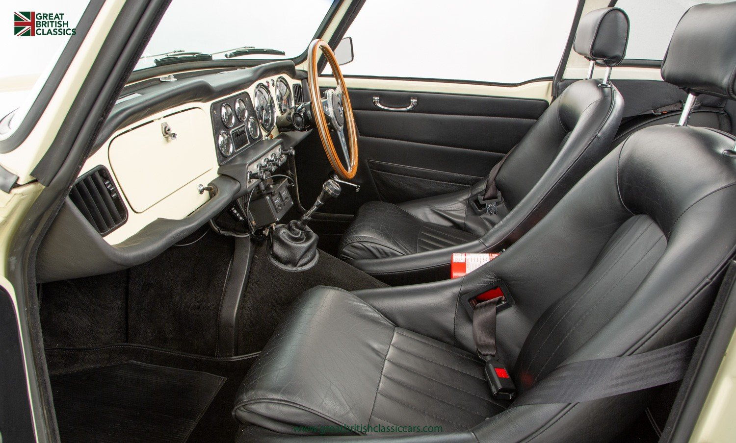 1962 TRIUMPH TR4 // UK MATCHING NUMBER // HISTORIC RACING UPGRADE For Sale (picture 5 of 6)