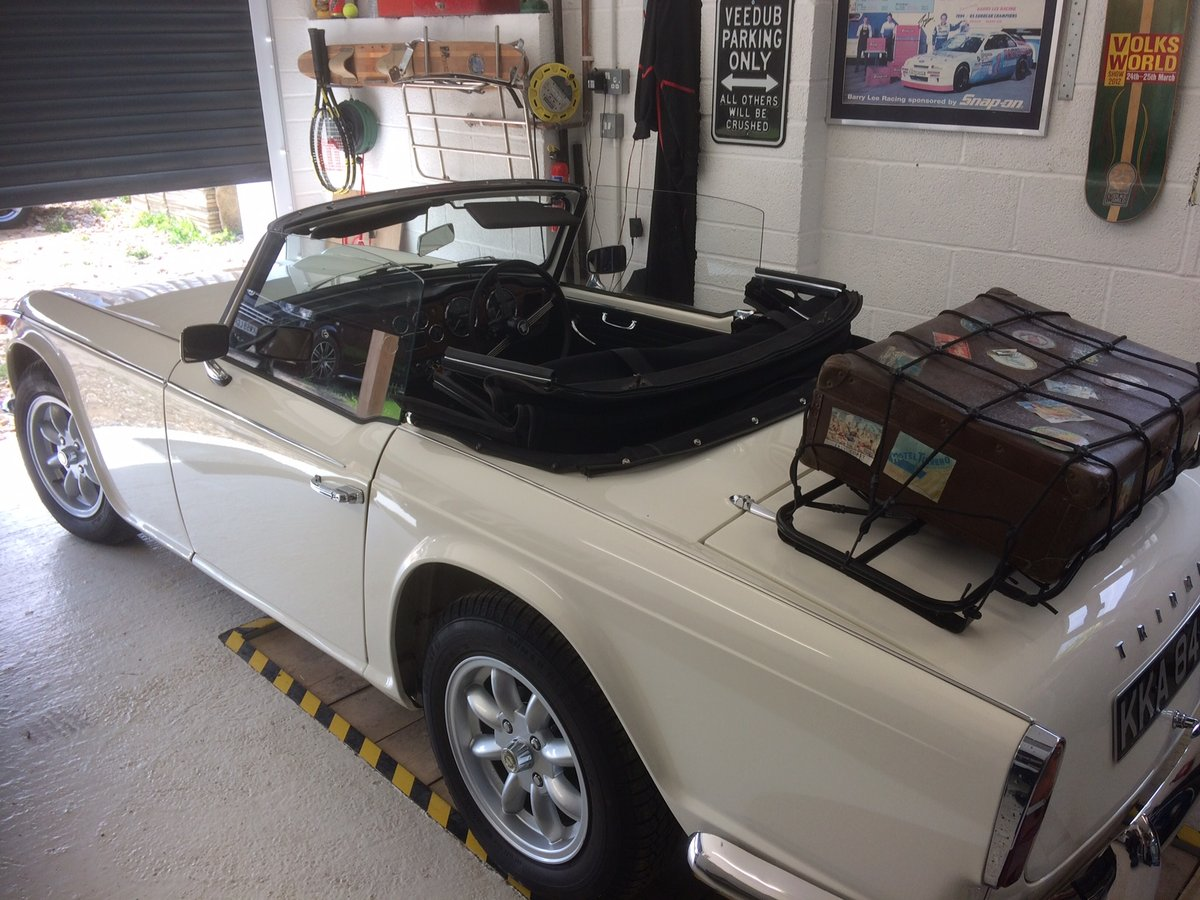 1966 Superb recently restored TR4A sports For Sale (picture 2 of 6)