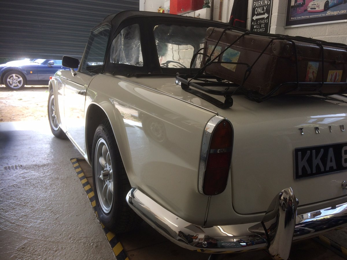 1966 Superb recently restored TR4A sports For Sale (picture 3 of 6)