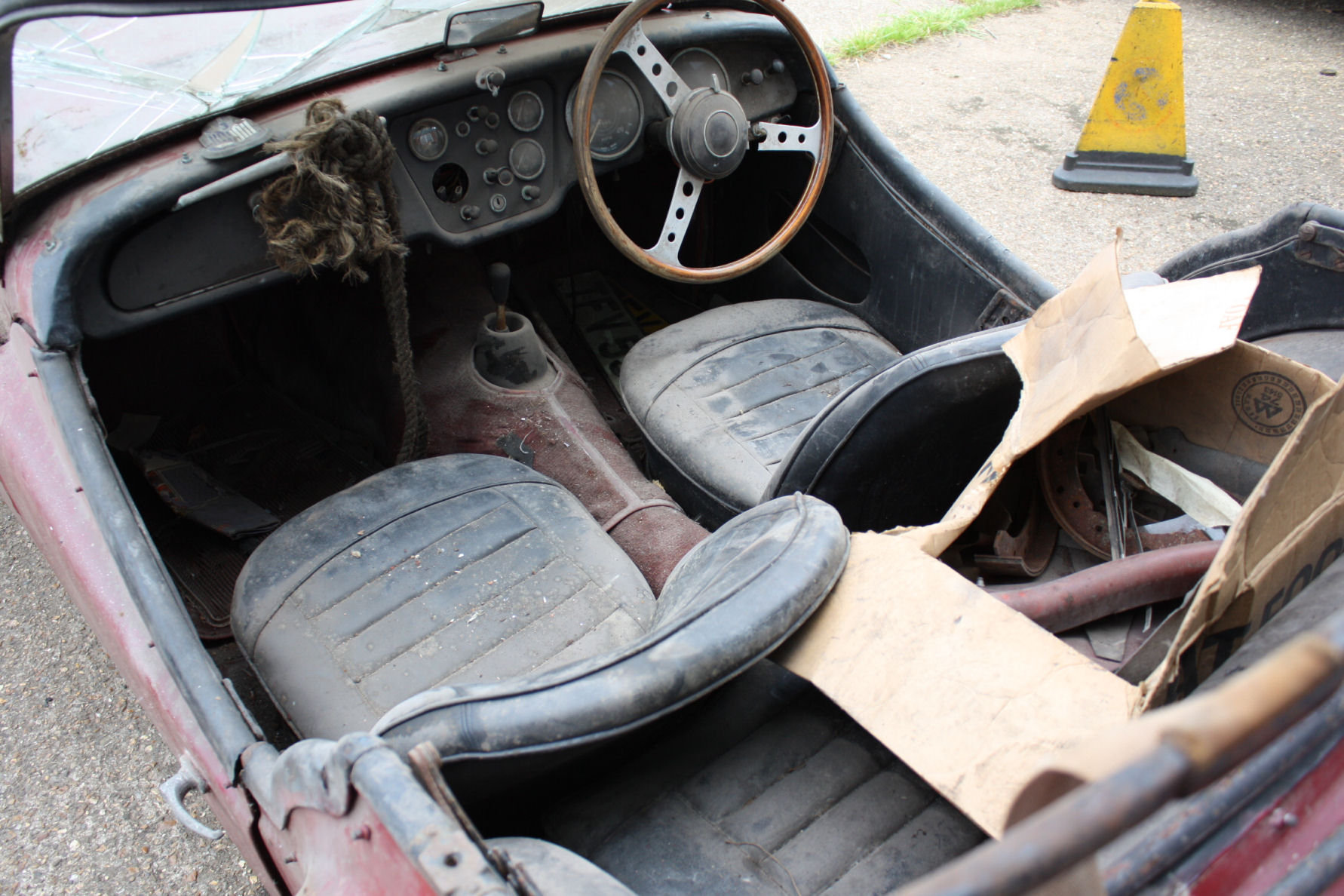 TR3A 1960 GENUINE BARN FIND CAR! SOLD (picture 2 of 5)